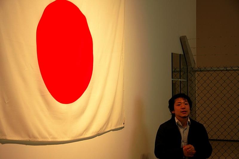 """Shinya Watanabe explains Yuken Teruya's work """"Upside Down Hinomaru"""" 2006"""